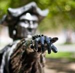 Statue Bell Park